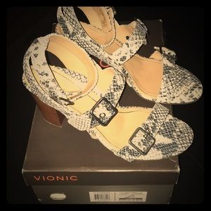Vionic Perk Natural Snake Sandals NWOT